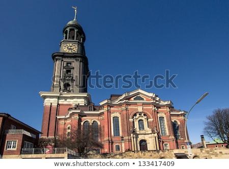 Iglesia hamburgo torre famoso Alemania cielo Foto stock © elxeneize