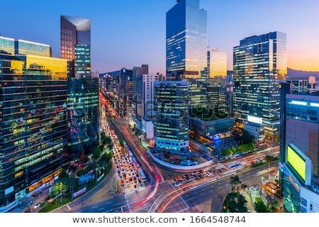 imagem · centro · da · cidade · portão · crepúsculo · azul · hora - foto stock © leungchopan