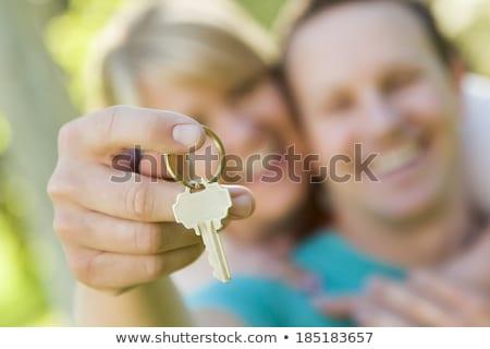 paar · uitverkocht · onroerend · teken · sleutels - stockfoto © feverpitch
