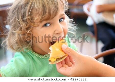 meisje · fastfood · restaurant · portret · positief · mooie - stockfoto © paha_l