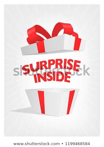 Livre caixa de presente conteúdo dentro papel Foto stock © timurock