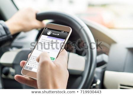 Vezetés autó mobiltelefon küld szöveges üzenet veszélyes Stock fotó © stevanovicigor