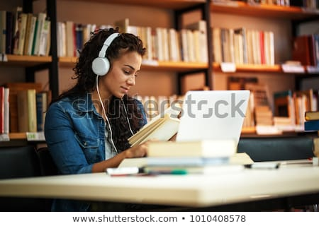 Urbano literatura feliz jovem estudante Foto stock © Fisher