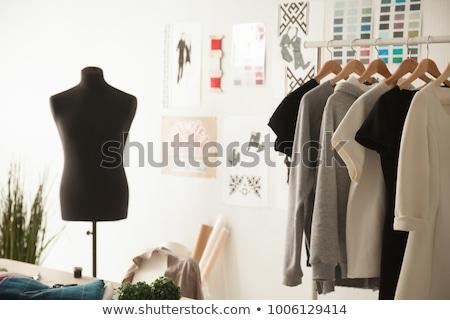 женщину магазин рабочих молодые женщины сидят Сток-фото © dash