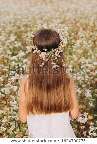 Mooi meisje witte bloemen hoofd mooie jonge vrouw natuurlijke Stockfoto © svetography