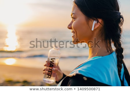 Portret fitness vrouw sport trap buitenshuis Stockfoto © deandrobot