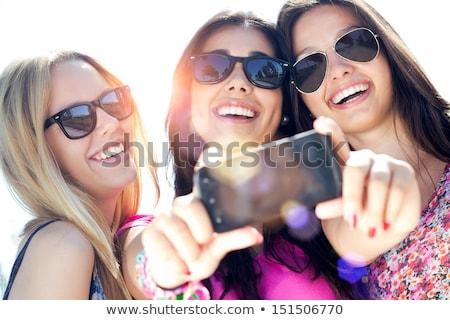 друзей автопортрет цифровая камера сидят счастливым Сток-фото © wavebreak_media
