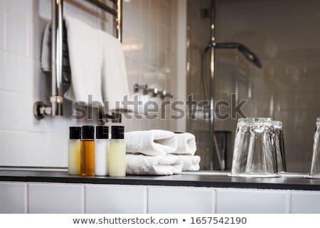 shampoo · fles · roze · handdoek · geïsoleerd · witte - stockfoto © galitskaya