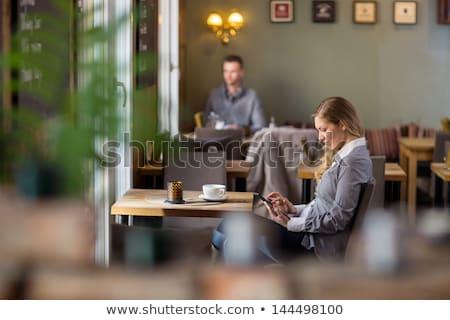 coffeeshop · meisje · prachtig · jonge · brunette · opknoping - stockfoto © dolgachov