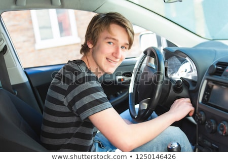 Nieuwe bestuurder achter wiel auto Stockfoto © Lopolo