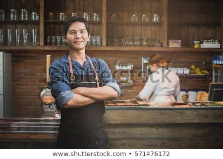 Jonge barista eigenaar cafetaria permanente tabel Stockfoto © pressmaster