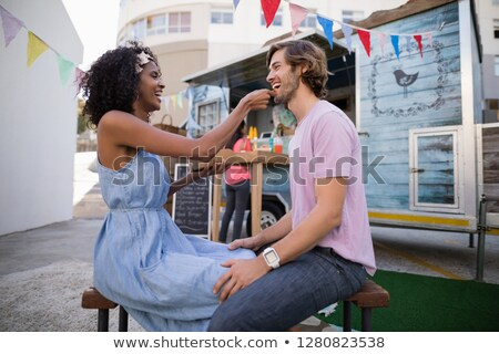 Boldog nő etetés harapnivalók férfi étel Stock fotó © wavebreak_media