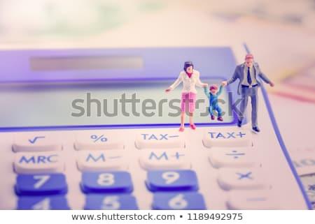 Nino beneficiar texto pizarra cuaderno plumas Foto stock © Mazirama