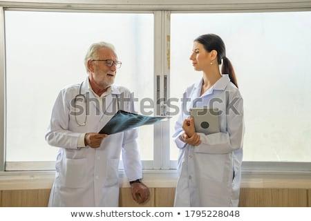 mannelijke · arts · resultaten · man · ziekenhuis · mannelijke - stockfoto © photography33
