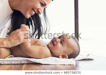 かわいい 赤ちゃん 笑みを浮かべて 母親 おむつ ベッド ストックフォト © wavebreak_media