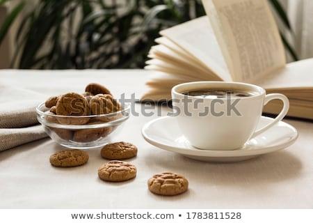 Zoete cookies biscuit zwarte koffie houten tafel voedsel Stockfoto © juniart