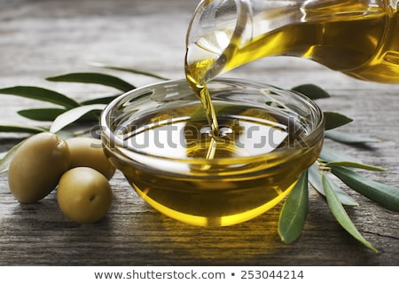azeite · garrafa · utensílios · mesa · de · madeira · topo · ver - foto stock © marimorena