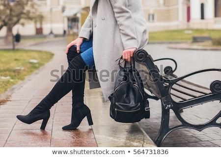 座って · 女性 · 着用 · 黒 · 服 · ブーツ - ストックフォト © phbcz