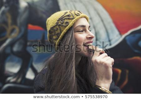 肖像 · 幸せ · 若い女性 · かむ · チョコレートバー · 孤立した - ストックフォト © deandrobot