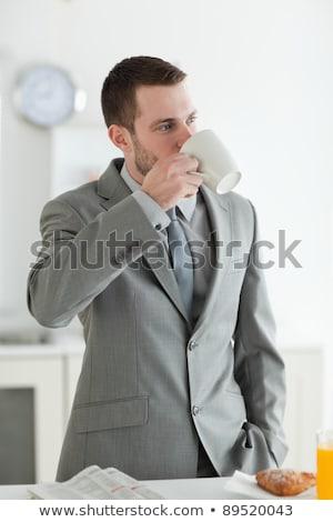 Jonge man drinken koffie croissant voedsel glimlach Stockfoto © Alones