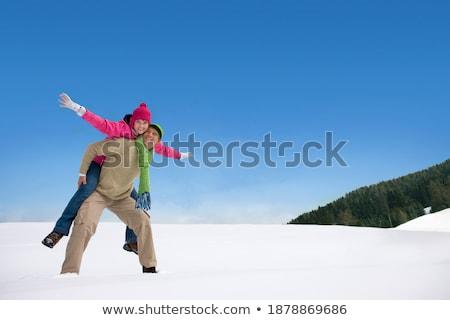 winter · paar · gelukkig · op · de · rug · sneeuw · glimlachend - stockfoto © kzenon