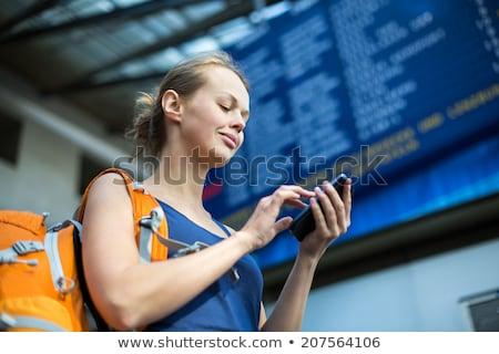 dość · młoda · kobieta · czeka · pociągu · abordaż · kolor - zdjęcia stock © lightpoet