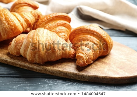 Dorado francés croissants placa color Foto stock © zkruger