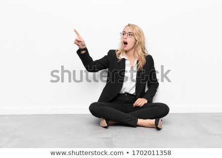 empresarial · mujer · senalando · mujeres · trabajo · fondo - foto stock © stockyimages