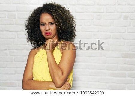 arckifejezések · fiatal · afroamerikai · nő · téglafal · portré · afroamerikai - stock fotó © diego_cervo