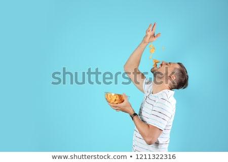 homem · alimentação · batatas · fritas · sofá · batatas · fritas · comida - foto stock © leeser