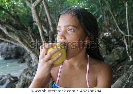 Meisje bijten appel gezond eten gelukkig Stockfoto © javiercorrea15