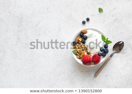 Ontbijt kom müsli eigengemaakt vers bessen Stockfoto © YuliyaGontar