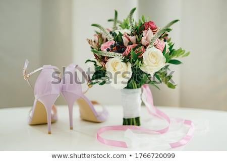 menyasszonyi · virágcsokor · rózsák · asztal · fehér · cipők - stock fotó © ruslanshramko