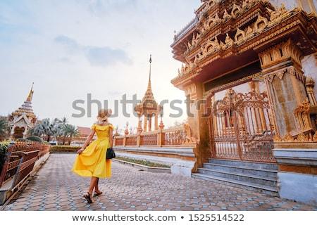 Nő turista thai templom égbolt férfi Stock fotó © galitskaya