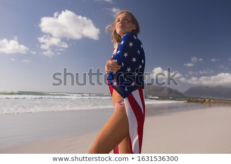 Widok z boku młoda kobieta amerykańską flagę plaży kobieta Zdjęcia stock © wavebreak_media
