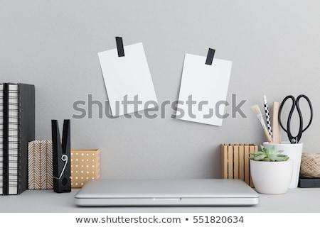 yapışkan · not · dizüstü · bilgisayar · dizüstü · bilgisayar · defter · dikkat · sarı - stok fotoğraf © SimpleFoto