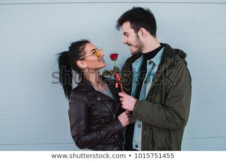 Człowiek oferowanie wzrosła kobieta dziewczyna twarz Zdjęcia stock © photography33