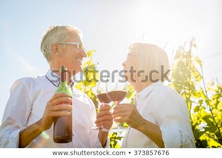 man · vrouw · wijnglazen · witte · wijn · hemel · zee - stockfoto © kzenon