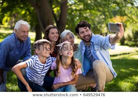 Avó neta telefone móvel jardim Foto stock © wavebreak_media