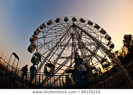 Mensen genieten groot wiel pretpark Delhi Stockfoto © meinzahn