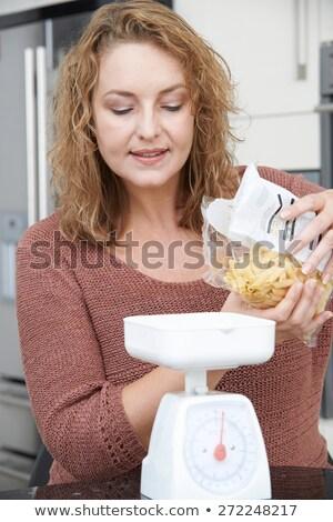 Femme régime alimentaire sur pâtes repas Photo stock © HighwayStarz