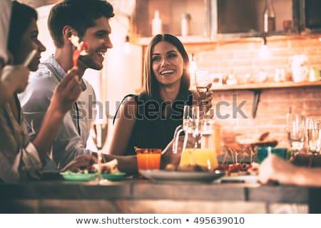 genç · arkadaşlar · yemek · ev · grup - stok fotoğraf © hasloo