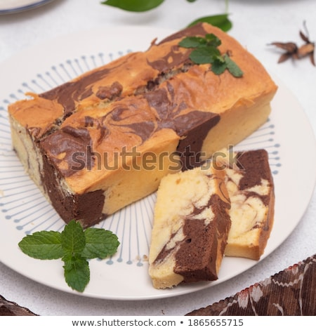Dois fresco libra bolo framboesas Foto stock © rojoimages