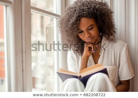 jonge · vrouw · lezing · boek · home · vergadering · sofa - stockfoto © nyul