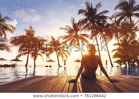 Gyönyörű lány pálmafa gyönyörű fiatal nő fehér bikini Stock fotó © svetography