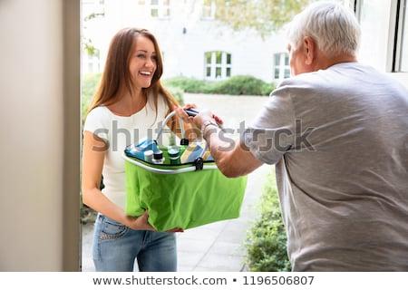 człowiek · oferowanie · pomoc · córka · artykuły · spożywcze - zdjęcia stock © andreypopov