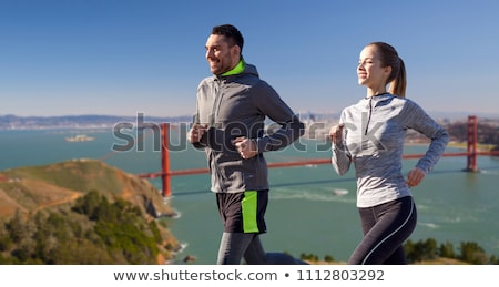 Feliz casal corrida Golden Gate Bridge fitness esportes Foto stock © dolgachov