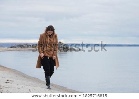 漂亮 年輕女子 毛線衣 帽子 常設 商業照片 © deandrobot