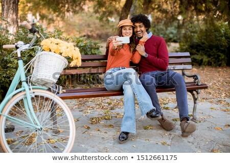 aantrekkelijk · liefhebbend · paar · portret · park · gelukkig - stockfoto © boggy