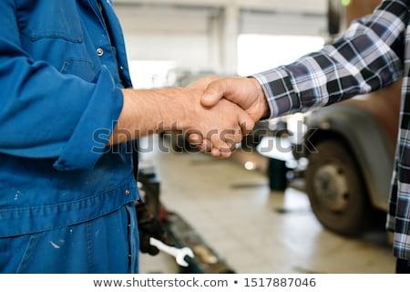 Kézfogás technikus autójavítás szolgáltatás munkaruha egy Stock fotó © pressmaster